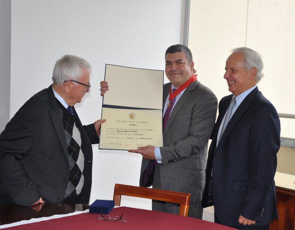 """Imposición de la """"Orden De San Bartolomé"""" a Gustavo Gómez Córdoba"""