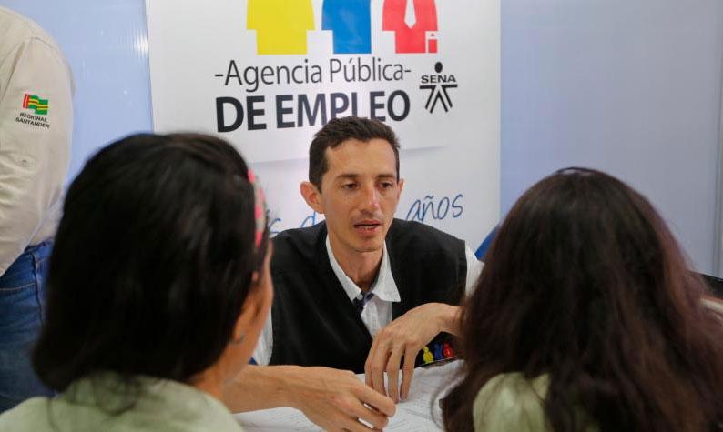 Además del alto nivel de desempleo, la población joven se enfrenta a la desigualdad educativa en la pandemia. Foto: Jaime Moreno. Archivo EL TIEMPO